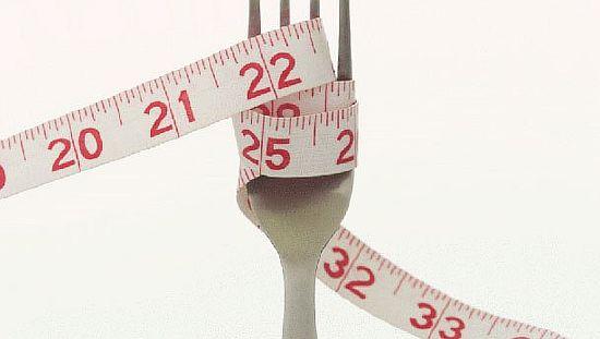 вилка с накрученным сантиметром, постройнеть - меньше есть