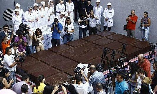 польза и вред шоколада, самая большая шоколадка 6 тонн