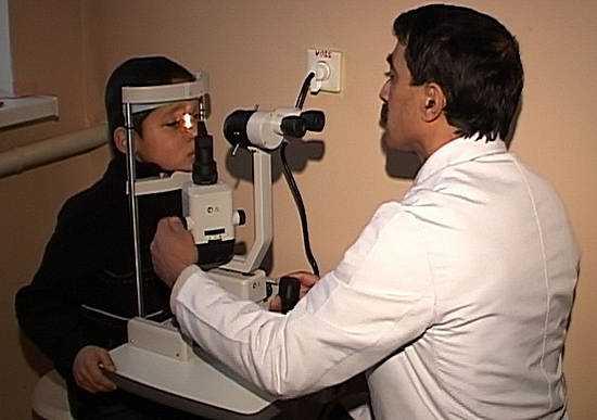 травма глаза, первая помощь при травме глаза