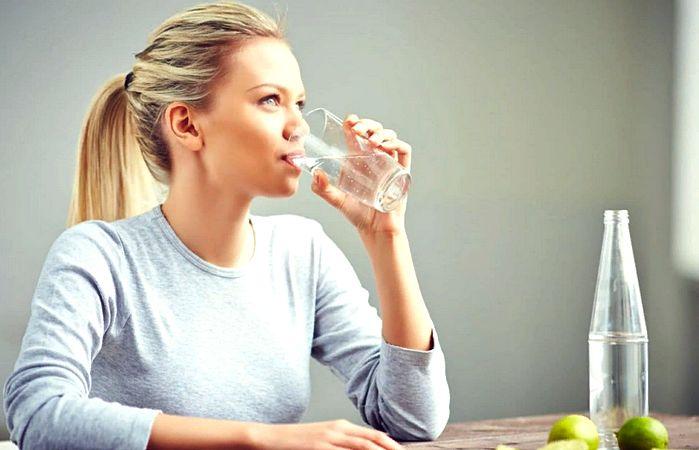 вода очищает организм от шлаков и токсинов