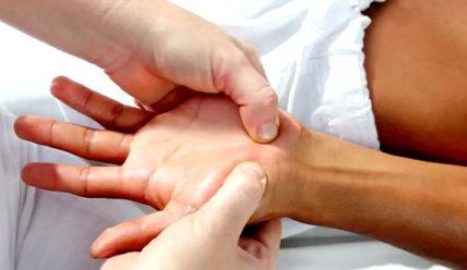 Массаж кистей рук, активные точки на ладони, болезни по ладони