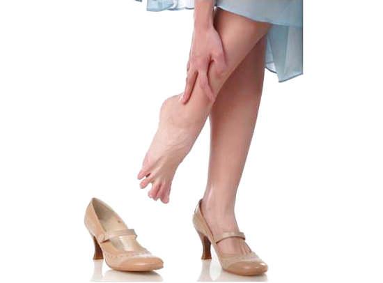 Тяжесть в ногах: причины, симптомы, лечение, профилактика