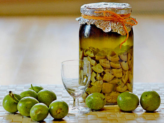 приготовление настойки из зеленого грецкого ореха