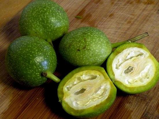 зеленые грецкие орехи настойка как принимать