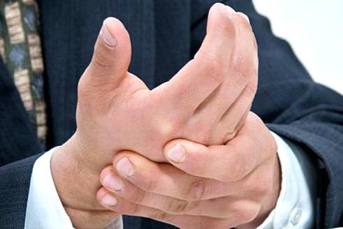 виды тремора, лечение дрожания рук