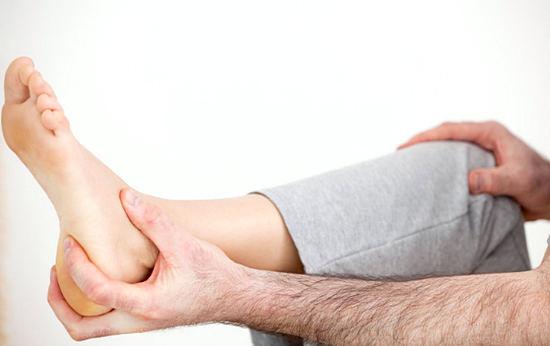 Почему болят пятки ног