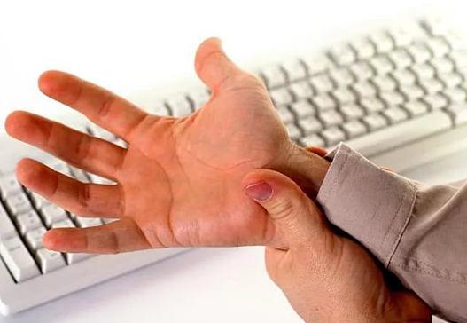 боли в кистях рук