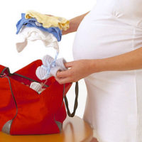 Что взять с собой в роддом для мамы и ребенка — полный список
