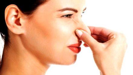 Резкий неприятный запах мочи у женщин — причины