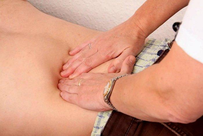 лечение боли в животе справа, под ребром