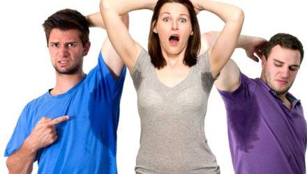 Сильно потеют подмышки у женщин, мужчин — почему, что делать