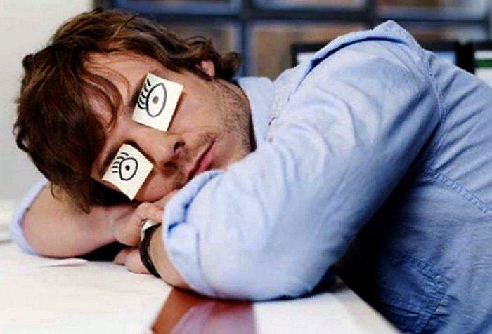 человек хочет спать днем